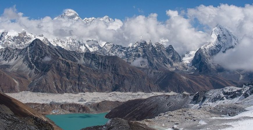 What makes autumn the best season to travel to Himalaya